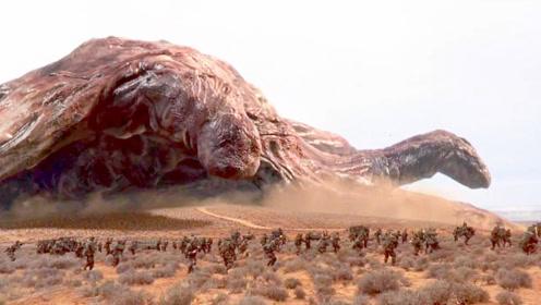 怪物不断的进化,已经长得像山一样大,众人看到都呆住了!