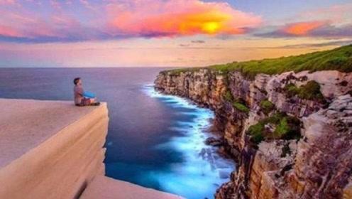 这个悬崖,看着像一块蛋糕,因此吸引多人到这拍照