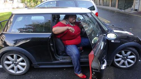 400斤女司机考驾照,30年都没过,但却凭一身肥肉收入上百万