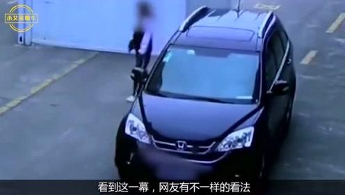 女同学在马路上打闹,下一秒悲剧就发生了,监控拍下揪心全过程