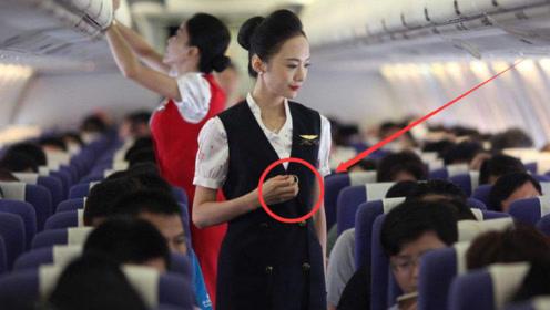 """乘客在登机后,为什么空姐会拿""""打火机""""边按边走?看完长知识"""