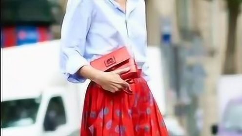 """这""""4种上衣""""搭配半裙,强势的柔美,让你轻松凹造型"""
