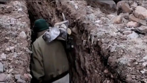 男子离家出走隐居沙漠25年,被找到后,人们走进他洞穴都惊呆了