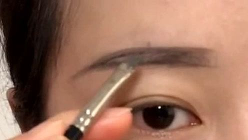 适合鹅蛋脸妹子的眉型教程,简单又大方,漂亮!
