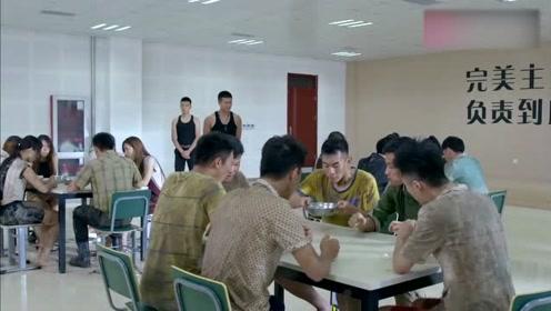 六人只有一馒头一碗米粥,学员都快饿死了,教官竟还说他们吃饱了