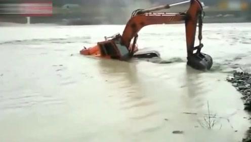 以为挖掘机会被洪水淹没,下一秒厉害了