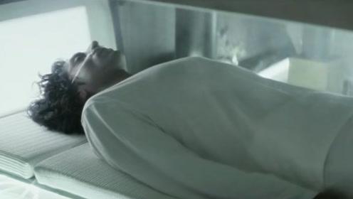 未来氧气成稀有气体,上等人才能躲进休眠仓,而其他人就只能等死