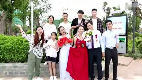 一对情侣在江边结婚,新娘好漂亮,一首《漂亮姑娘》送给你