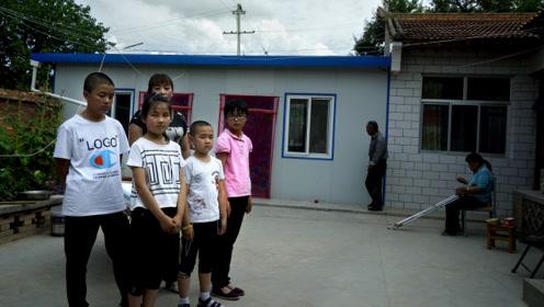 """被抱养的""""独生女"""",如今带着4个孩子逃离干旱村"""