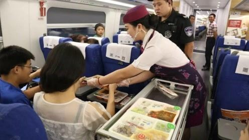 一趟火车上千乘客,为何连几十份盒饭都卖不掉?乘务员说了实情