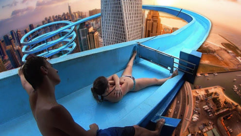 从世界最高水滑梯滑下什么感觉?美女作死挑战,画面太劲爆了!