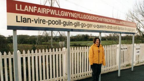 世界上名字最长的小镇:由58个字母组成,网友:怎么读?