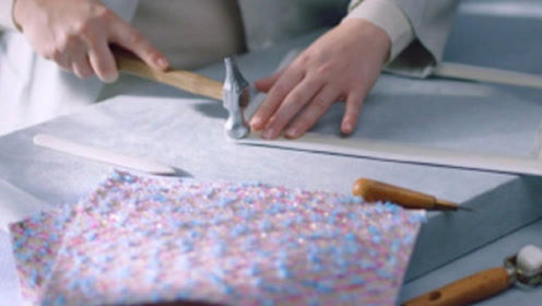 为什么香奈儿品牌那么贵?实拍生产全过程,看完不得不服!