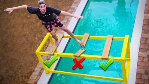 最新刺激未知游戏,哪块木板是好的?踩下瞬间惨不忍睹!