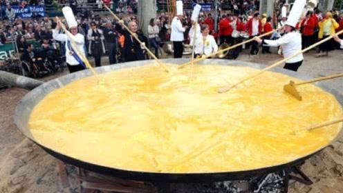 世界最大煎蛋!老外用5000个鸡蛋过节,出锅的瞬间众人傻眼了