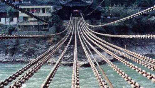 泸定桥的铁索几十吨重,几百年前的古人是怎么建造的?看完别惊讶