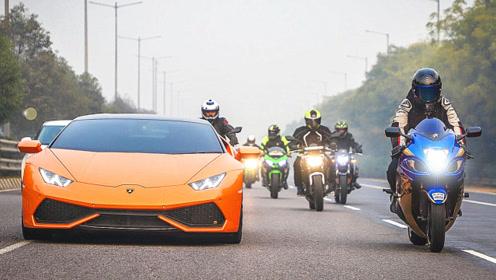 开再好的车,遇到摩托车飙车党都要低调,看完就知道原因何在了