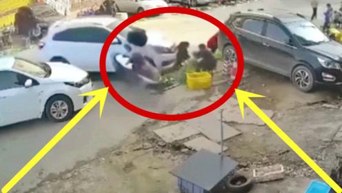 赤裸裸的谋杀!女子蹲在路边买菜,小车拐着弯去要她的命!