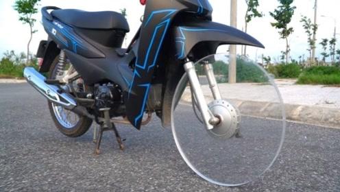玻璃也能做轮胎?牛人作死装摩托车上,一脚油门下去画面太震撼!