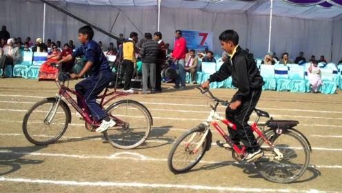 奇葩自行车比赛:无人争第一,却纷纷抢夺倒数第一!一起来见识下