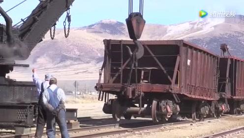 蒸汽火车上,有一台大吊机!