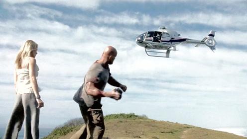 坏人坐直升机逃走,没想到壮汉丢手雷进飞机里,一部动作电影!