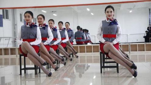 为什么空姐在飞机上工作时必须穿丝袜?网友看完表示不淡定了