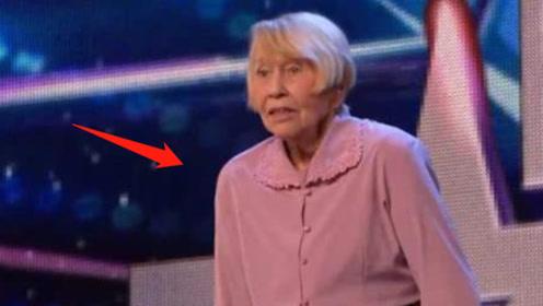 65岁奶奶团登上舞台,脱下外套展示新造型,评委炸锅:厉害了!