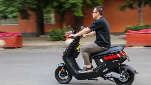 摩托车和电瓶车,哪个更省钱?亲妈算了笔账,太省钱了!