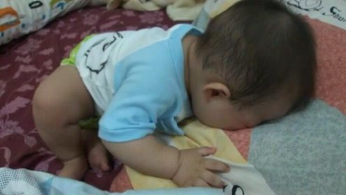 孩子天黑就找妈!7个月大的宝宝想睡找不到妈妈,哭的好委屈