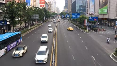#新闻哥每日精选#车水龙马!活力新街口!