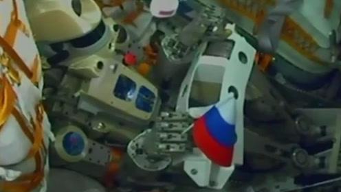 """俄罗斯首位""""机器人宇航员""""升空 携带国旗飞向空间站"""