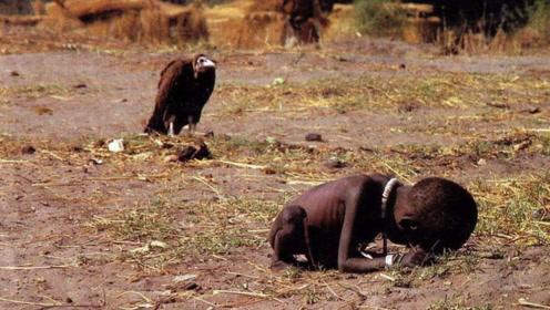 """轰动世界的""""秃鹫和小女孩""""照片,26年过去,小孩最终什么结局"""
