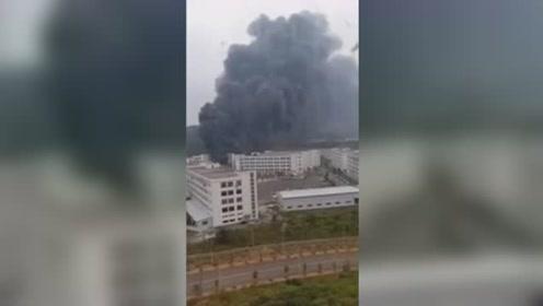 贵州一打火机厂厂房发生火灾 现场浓烟滚滚,燃烧猛烈!