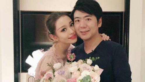 38岁郎朗给妻子庆25岁生日,抱玫瑰花表白:老婆开心我也开心
