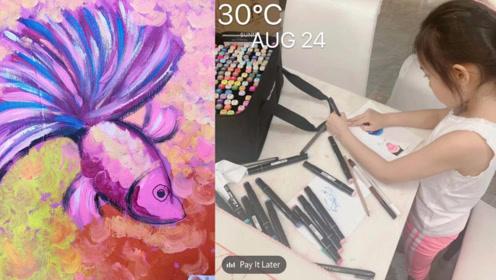 李小璐晒与女儿暑假日常,甜馨用左手画画认真乖巧