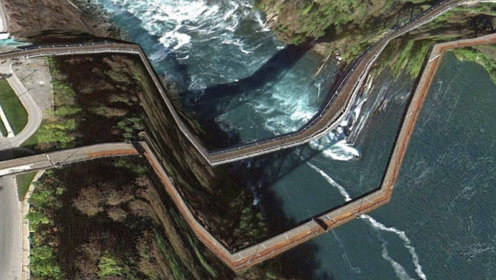 世界最危险跨海桥,车开到一半桥就断了,让老司机都不敢轻易尝试
