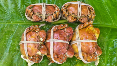 用最简单的方式蒸大闸蟹,锁住鲜味!一次吃俩太满足了!