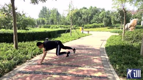 小伙演示爬行运动,帮你燃烧脂肪,快速减肚子,比跑1000米好