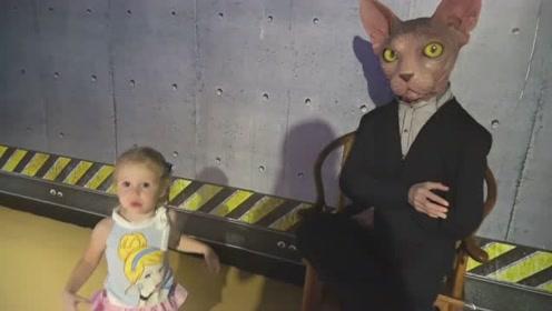 萌娃这是在哪儿玩呢?真有趣!萌娃:我遇到喵星人啦!