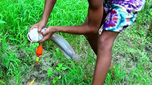 小男孩甩竿不到30秒,钓起一条大鱼,请问池塘在哪?我也要去