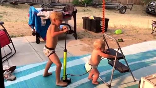 萌娃间的亲密互动,哥哥居然对着弟弟尿不湿充气,瞬间笑喷了