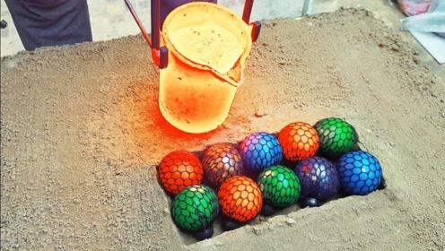 用高温铁水浇铸解压球,你猜它能坚持多久?下一秒画面让人无语