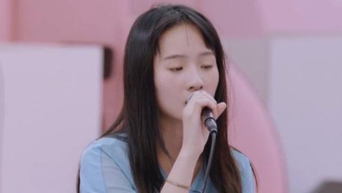 决赛夜张钰琪演唱《蓝莲花》,高音嗨翻全场,不输原唱!