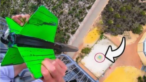 巨型飞镖从45米高落下有多危险?正中靶心后,场面触目惊心
