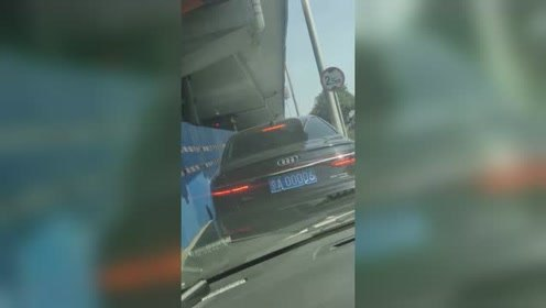 在北京看到这个车牌号,吓的我赶快开双闪