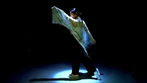 小雪编舞《卷珠帘》,如月下清影撩动人心