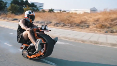 老外自制炫酷单轨小摩托,一轮前行支撑重量,传动靠一根铝管!