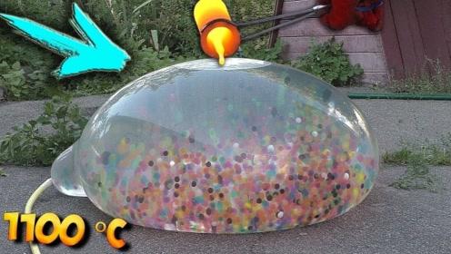将1100℃铜水,倒在装满水宝宝的气球上,爆裂瞬间太过瘾了!