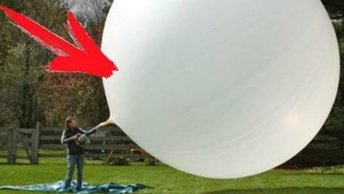 老外作死又到新境界,把干冰倒入气球里,实验刚完成就后悔了!